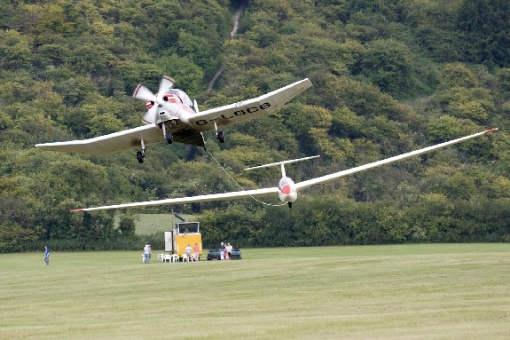 A typical aero-tow at London Gliding Club